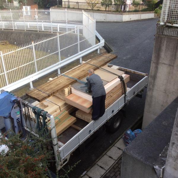 かわいい小屋材料搬入