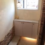 漆喰壁とテラコッタの床タイルが味のある玄関