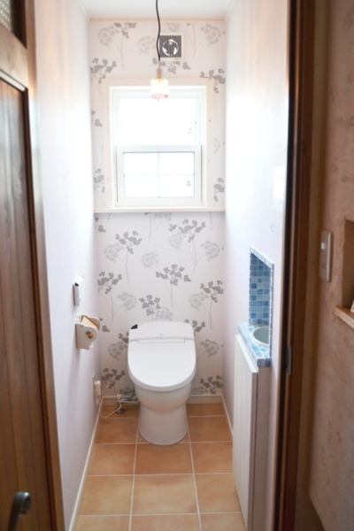 エレガントな壁紙の1Fトイレ