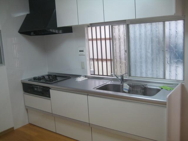 白いキッチン取替工事写真