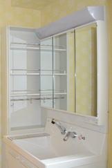 機能重視のメーカー品の洗面化粧台