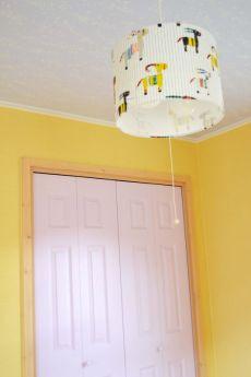 照明やクローゼット扉の色もかわいいチョイスで