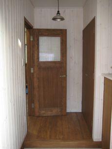 パイン板壁のかわいい玄関