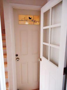 鳥の飾りが人気の扉