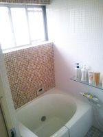 浴室はシンプルナチュラルなモザイクタイル貼り