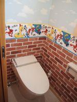 2階のトイレは子供が喜ぶ壁紙に