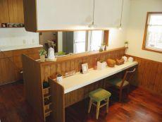 キッチン正面カウンターはカフェのよう