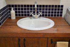 輸入水栓と洗面ボウルの映える造作洗面台
