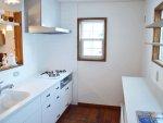 シンプルな白いキッチン