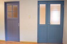 ナチュラルかわいいブルーの扉