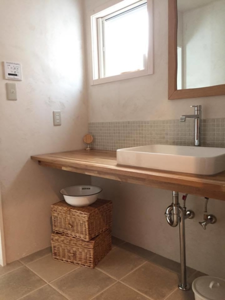 ナチュラルスタイルの洗面室