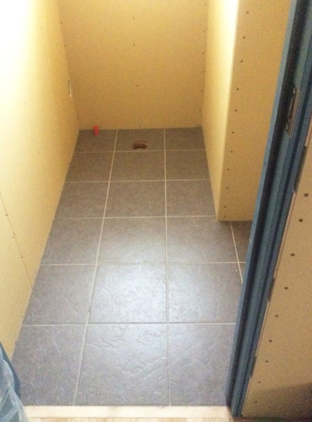 タイル1Fトイレ