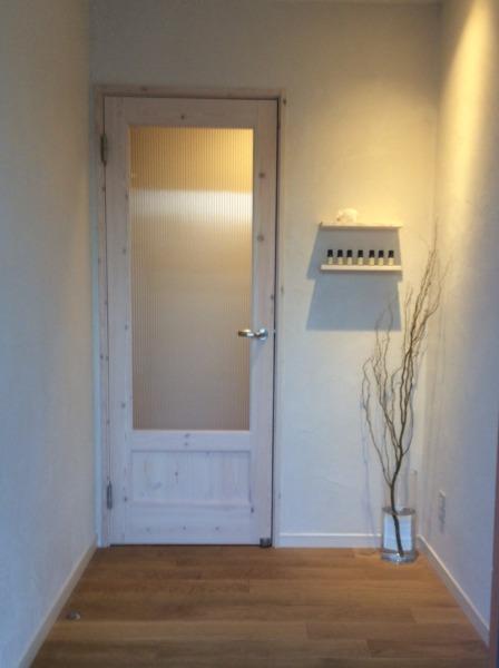 ナチュラルなお家の玄関ライトアップ