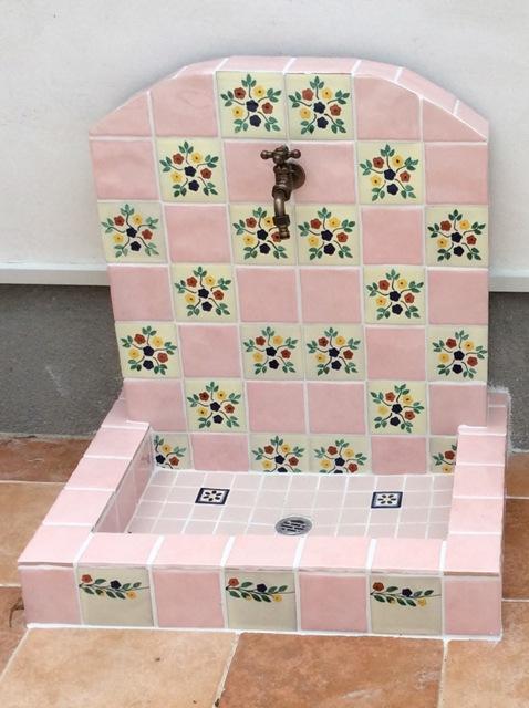 ピンク花柄タイル造作立水栓