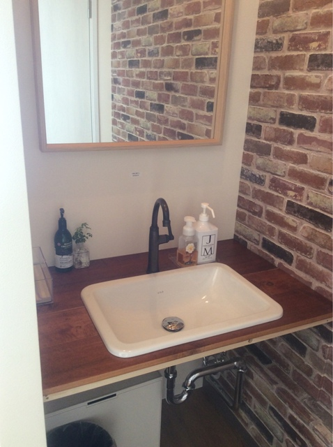 造作洗面室 煉瓦 ブラウン かっこいい