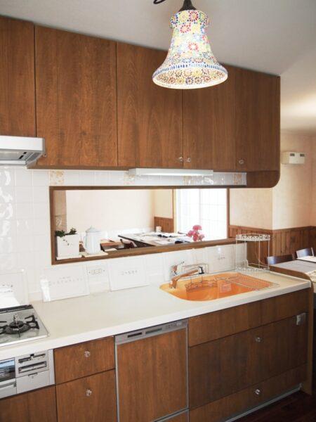 家中を見渡せる対面式キッチン