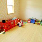 優しい色合いの子供部屋