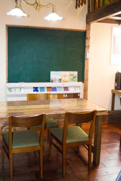 教室のような落ち着く打合せスペース