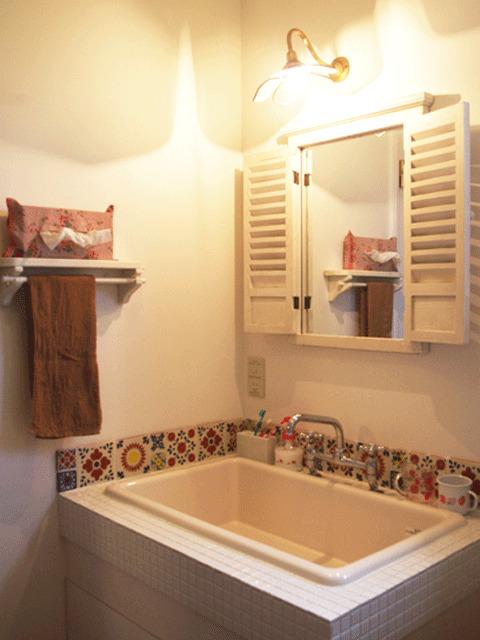 こだわり素材を組み合わせた洗面室