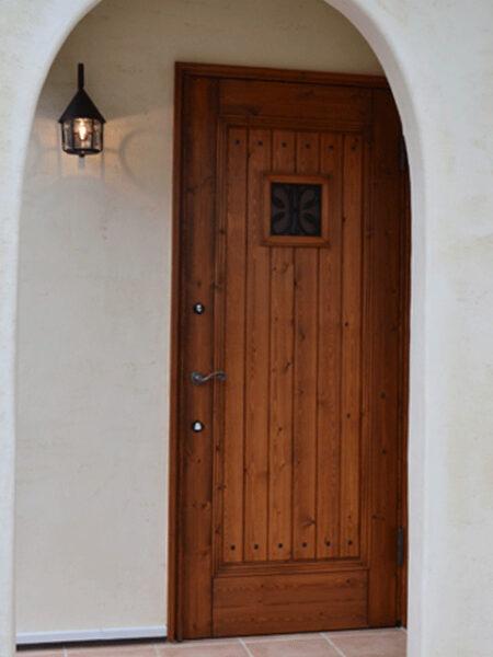 重厚感のある玄関扉国産木製建具ブラウン