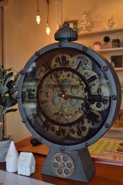 雑貨屋かっこいいネジ時計