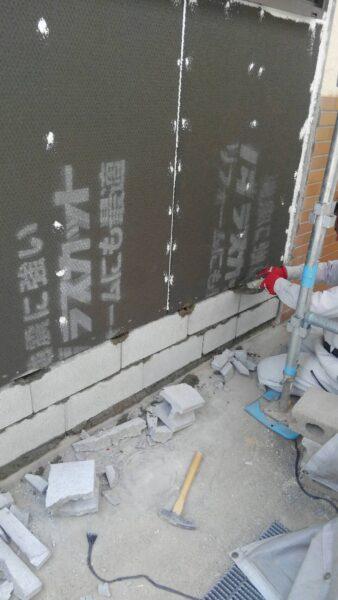 コンクリートブロックをしっかりと接着