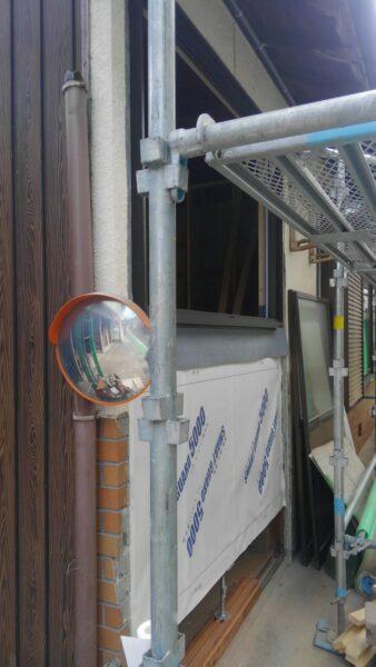 外外壁工事で防水シートをはる
