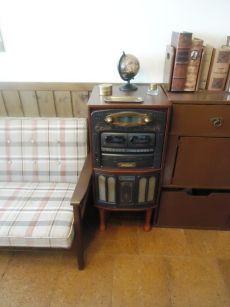 素敵な古家具が似合う部屋