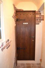 アイアンとプレートで飾りつけした造作扉