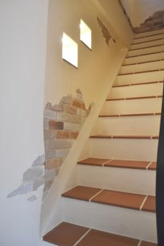 珪藻土とレンガ使いが素敵な階段