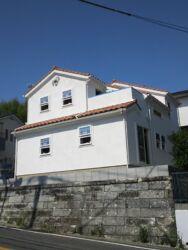 きれいな白壁のお家の外観