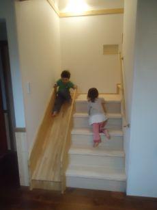 階段横にすべり台