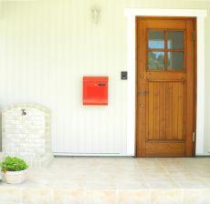 お家の顔にふさわしい無垢の玄関ドア