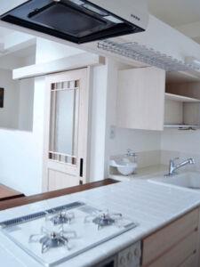 店舗用の白いワークトップキッチン