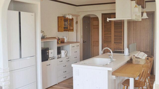 冷蔵庫専用スペースのあるキッチン
