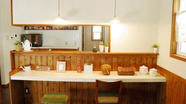 木製腰壁と珪藻土のカウンター