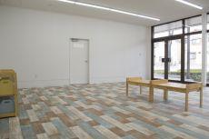 店舗リフォーム ナチュラルな床材 児童施設