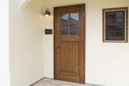 かっこかわいい木製ドア